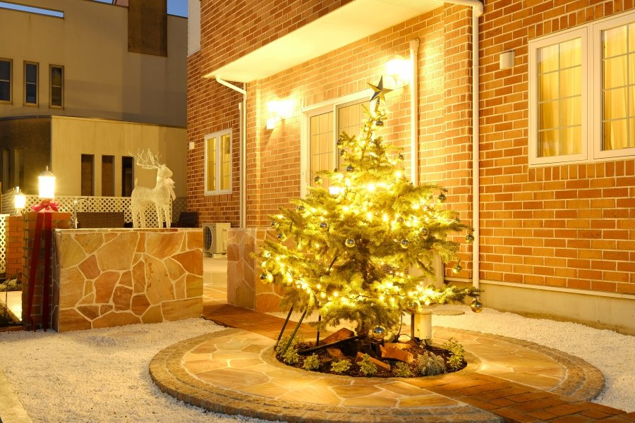 Lit-up Garden<br />at the Holy Night